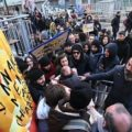 Ancora proteste contro il Burger King dell'Università