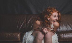 """""""Mi hai fatto ridere come un uomo"""". Intervista a Elena Ascione"""